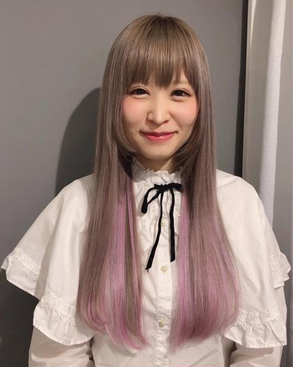 カラー ヘアアレンジ ロング ホワイトグレーにインナーカラー にピンクのエクステ☆