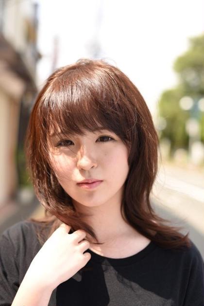 前髪は厚めと『ふっくらと』とした軽さが可愛らしいをより引き立てます。 カラーはライトな暖色カラーで。 hamonishair所属・☆toshiのスタイル