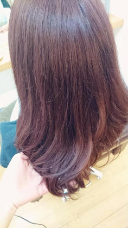 深みがありながらベールがかったピンクブラウン♡ hair&make POSH所属・梶谷実里のスタイル