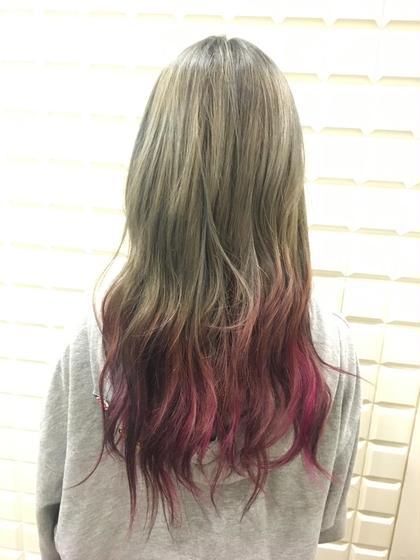 ピンクグラデーション 上はアッシュグレイジュで毛先は女の子が大好きなピンクが入ってます CAPA能見台所属・笹川眞子のスタイル