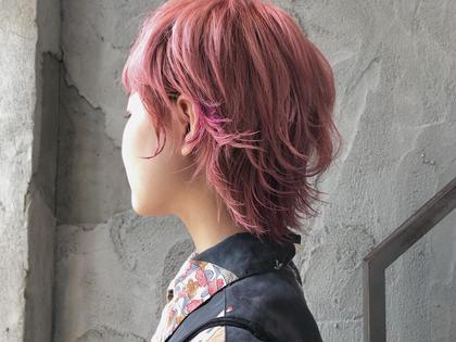 ショート 全体をお洒落薄ピンクヘアーにポイントカラーで濃いめのピンクが入っています✳︎✳︎周りと差をつけたい方オススメです♡