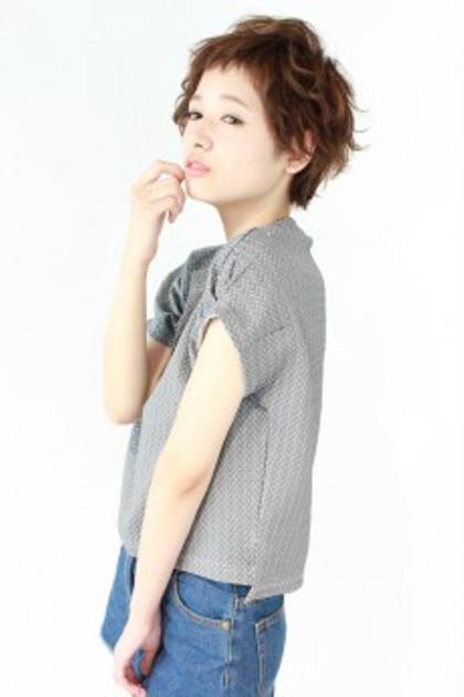 ショートレイヤーベース♪ 前髪は眉上に設定し軽めな質感で動きを出したスタイル(*^ω^*) 美容室ISA所属・内田祐美のスタイル