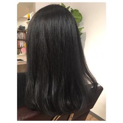 ブルー系ブラック♦︎♢ THROWで透け感のある仕上がり。  さらにRカラーサプリ追加で ダメージレス&ツヤのある髪へ♪ 色持ちもよくなります!!  気になる方は、カラーメニューにプラス料金で追加出来ますので、お気軽にお声かけください♪ Ange BayNAHA所属・オナガマイコのスタイル