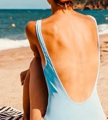 自分ではなかなか見るのことのない背中は周りからは意外によく見える部位です。 ブライダルやパーティーなどでドレスを着るときや水着を着る夏の時期はご注文が多いメニューです。 吹き出物が出やすい部位になりますのでパッチテストをオススメします。(特に大切な日に向けての施術の方) テスト1週間後にお肌をご確認いただいてからの施術が安心です。 パッチテストは無料でさせていただきますので、ご要望の方はその旨お伝えください。