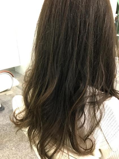 ナチュラルグラデーションです!アッシュ特有の透明感を毛先にむけて出しつつ、根元は暗くしてあるので伸びてきても大丈夫です!また、色の抜け感でよりグラデーション感が際立ってくるので色落ちも楽しめます! 濵野嵩芳のスタイル