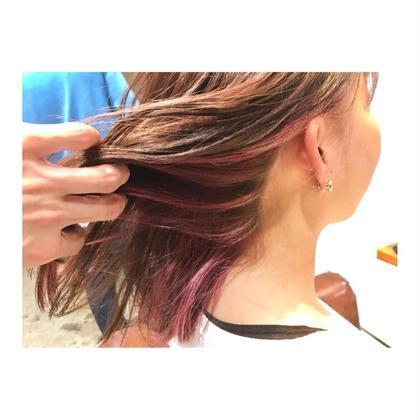 カラー ミディアム medium style . inner color 【 pink 💓】    ピンクのインナーは ブリーチ1回で、 ここまで綺麗に可愛く染まります💕    内側なので 巻いたり、動いたりすると 見えて可愛いです!!   初めてブリーチする人も ケアしやすいので、おすすめです✨
