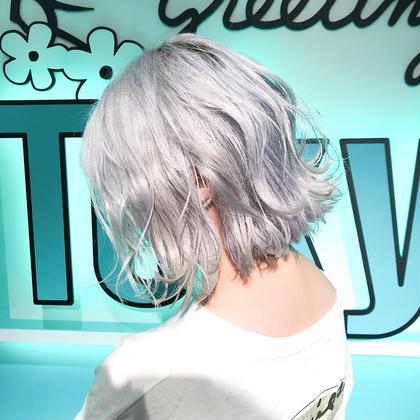 ・perfect White・ ✳︎11000円〜✳︎ ✳︎minaでブリーチ3〜5回出来れば綺麗なホワイトヘアを作れます👻 ✳︎ ✳︎ダメージが強いとブリーチが出来ない場合もあるのでご了承ください ✳︎ムラシャンはエンシェールズのシャンプーを薄めて使うのがオススメ🧖🏻♀️ ✳︎ ✳︎黒染めや縮毛、デジパをしていなくてダメージがひどくなければおおよそ4〜5回ブリーチで出来ます🦄✳︎ 最後まで可愛く仕上げます🇰🇷 ✳︎ お店の近くにあるティファニーカフェで映えな写真もプレゼントします🦄 ✳︎ ✳︎黒染め履歴、ダメージが強い方はでホワイトにはならないです💦  #原宿#ハイトーンカラー#シルバーカラー#ヘアカラー#ネイビーカラー#ホワイトカラー#ブロンドヘアー#アッシュ#ケアブリーチ#ブロンドカラー#派手髪#ラベンダーカラー#ミルクティーカラー#アッシュ#ミルクティーベージュ#ブルージュ#グレージュ#ピンクカラー#インナーカラー#ハイライトカラー#グラデーションカラー#bts#seventeen#twice ✳︎ ✳︎ ✳︎