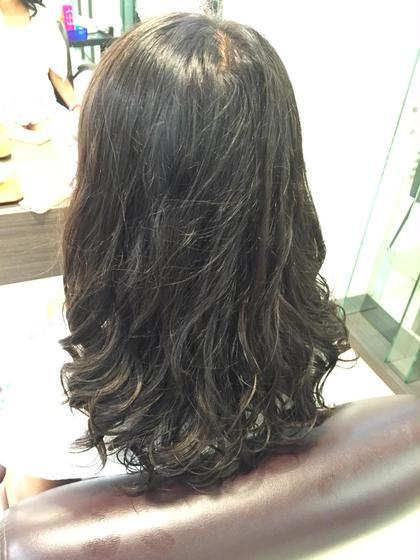 ロングにはデジタルパーマがオススメ! 普通のパーマだとすぐに落ちてしまう髪の毛もデジタルパーマならカールが続きます♡ 冬や春先は『ゆるふわなパーマ』が可愛いですね♪ Crop es茅ヶ崎本店所属・神戸ゆりかのスタイル