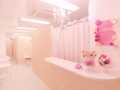 可愛いピンクの作りで広い店内です☆ 脱毛専門サロンエピジェンヌ所属・都度払い脱毛専門店エピジェンヌ 新宿店のフォト