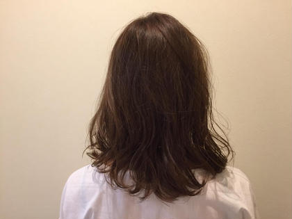 ブリーチなしでも透明感が出せます✨ イルミナカラーでダメージレスしながらツヤツヤに柔らかい髪に💇✨ BASSA所属・折笠晴香のスタイル