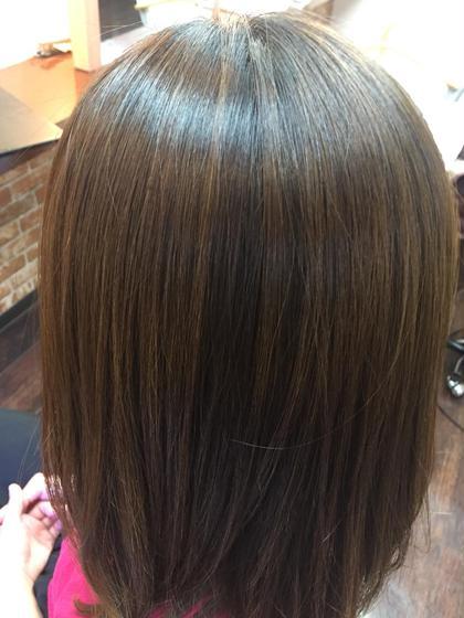 ③脱 縮毛矯正履歴毛のメンテナンスに新 生酵素及び新酸熱のWトリートメント 酵素水分保持しながら毛髪皮膜し持続させます。