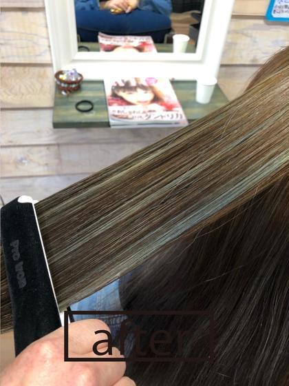 ハイライトを入れえ上からオンカラーしました。 clarus Hair colorのセミロングのヘアスタイル