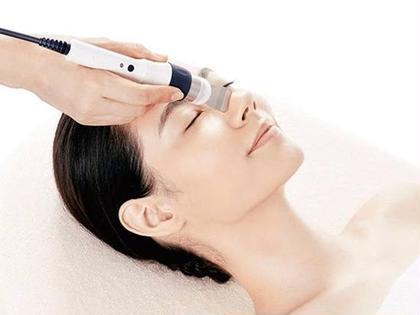 毛穴洗浄+お顔の筋トレ🌟超音波で毛穴、低周波トリートメント(EMS)で表情筋をケア💕鼻の黒ずみが気になる方にオススメ