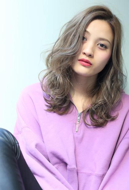 外国人風カラーの王道【アッシュグレー】 中江綾香のミディアムのヘアスタイル