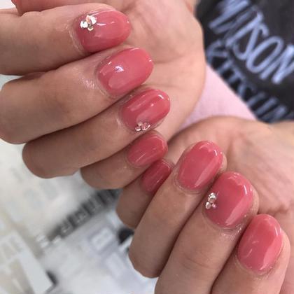 ネイル 冬は赤やピンクが人気です(^ν^)