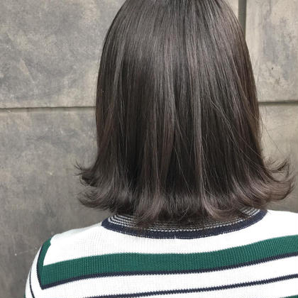 ナチュラルグレージュ 外ハネボブ  オカモトサキのミディアムのヘアスタイル