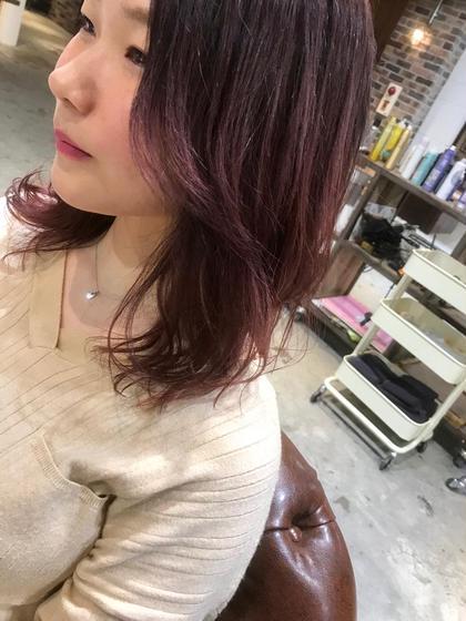 カラー セミロング 暗めのラベンダーからの 毛先はピンクレッドでナチュラルな グラデーションにカラー‼️  暖色系カラーの中では1番人気です✨