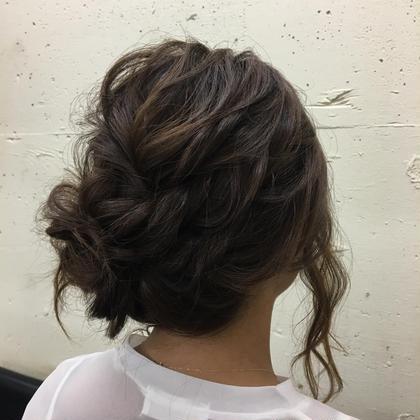 ルーズなアップスタイルになります。  後れ毛を出しても◎ chupa tokyo所属・市橋英里香のスタイル
