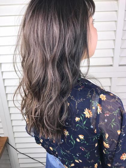 その他 カラー パーマ ヘアアレンジ ロング Real salon work💈 【 long layer /  ash grege 】 . ノンブリーチカラー⭕️ 黄味が出やすい場合はラベンダー系をmixするとグレージュ感が出やすくなります🛠 . 赤味が出る方はカーキブレンドがオススメ☝︎ . 今回使用したカラーは7トーン。 髪が硬い方は色が入りにくいため濃いめ暗め薬剤を使用します◎ . 直毛、硬毛の方は比較的色が入りにくく明るく仕上がる傾向にあります。 . 状態だけでなく髪質を見てカラーする事も大切ってコトですね🌿 . お任せあれー☺︎ . . #NAKAIstyle #ロングレイヤー#ブリーチなし#アッシュグレージュ