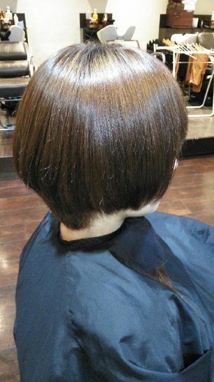もともとクセ毛で広がりやすくまとまりにくいので、丸みを出すように縮毛矯正をかけてます(^^) 髪の状態にもよりますが自然な丸みを持った縮毛矯正をすることも出来ますのでショートにもチャレンジしやすいスタイルです^_^ Old Street所属・天倉拓也のスタイル