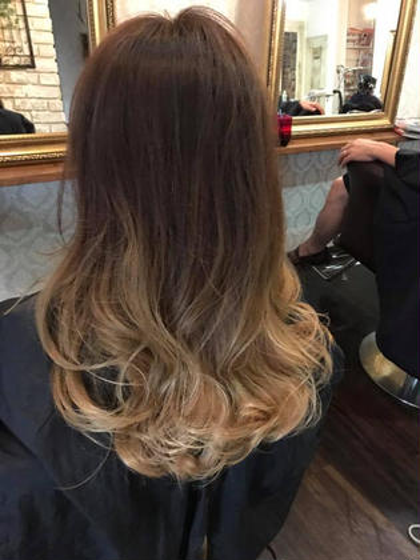 グラデーションカラー CREA hair urban 本店所属・上村文哉のスタイル