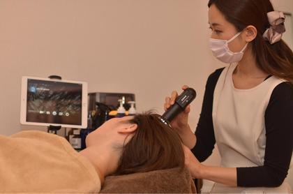 【初回頭皮診断カウンセリング】  マイクロスコープを使用して 頭皮の色、フケ、毛穴の詰まり、皮脂量 毛穴から生えてる本数などをチェック❗️ 現在の頭皮の状態をお伝えします❗️