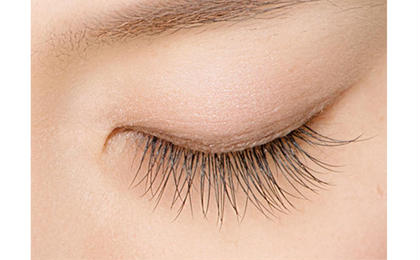 Natural-ナチュラル- 自まつ毛が自然に長く・濃くなったように 見えるデザイン。 目の形に合わせたデザインなので、 自然な仕上がりが好みの方、 初めての方にも挑戦しやすいデザインです。 EARTH霧島国分店所属・若松絵美のフォト
