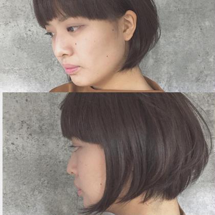 カラー ショート Real salon work mode×feminin ワイドバングから耳かけでつながるラインでモードに。顔周りのみ長く残してフェミニンに。 カラーは、プラチナムアッシュ。