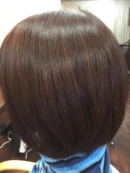 美髪カラー 1:5(イチゴ)カラー+塩基性染料+HC染料 プラチナ水を混ぜて髪内部を 結合強化してハリツヤサラなカラー。