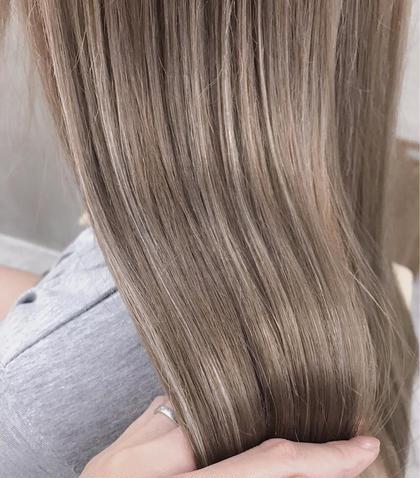 . オーダーの多いハイライトグレージュ🏄♂ . 赤味のない透明感溢れる、触れたくなる色味 . 青味が強すぎるアッシュは苦手な方! . 髪質を考慮し、お肌のトーンに馴染むお色をご提案致します! . ぜひ^^ . MIKA . . . . .  #hair #hairstyle #hairstyles #hairarrange #haircolor #haircut #bobhaircut #bob #ヘアカット #ヘアカラー#ハイライト #ハイライトカラー #ヘアアレンジ #ミディアムヘアアレンジ#ボブ #ラベンダーベージュ #ベージュカラー #グレージュ #グレー #グレーカラー #美容室#美容師 #渋谷美容師#代官山美容師 石橋美香の