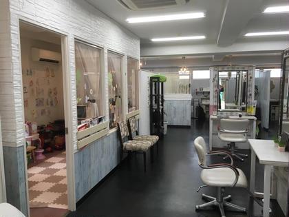 店内にあるキッズルームは専属スタッフがついて無料で預けられます❣️(平日10時〜15時まで)