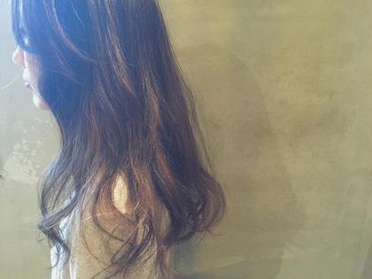 1回ブリーチで太めのハイライトを入れて ベージュ系のカラーをのせた 自然なグラデーションカラーです! Hair Musee所属・服部亜由美のスタイル