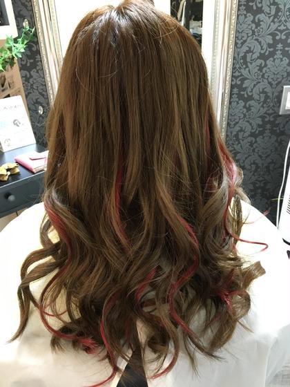 #フェス仕様  #赤メッシュ  #16本 Hair Grande Seeek所属・佐藤真由のスタイル