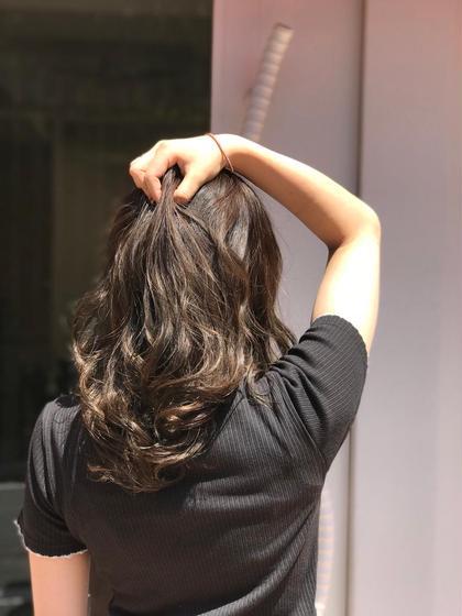透け感カラー CHIMANのセミロングのヘアスタイル
