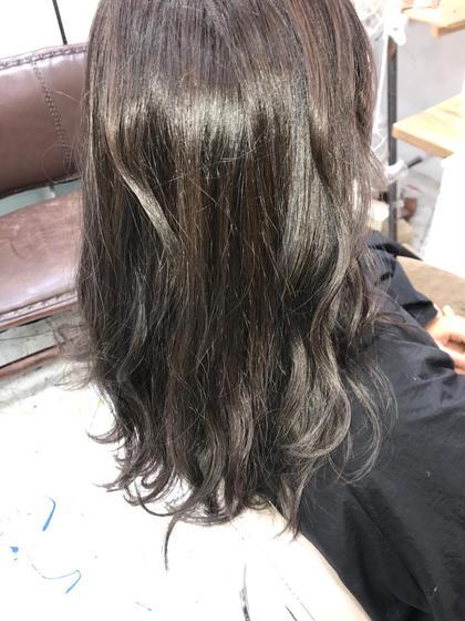 カラー セミロング ブルージュ!! ブリーチなしでも明るい髪の毛ならこういう色もできちゃいます!!