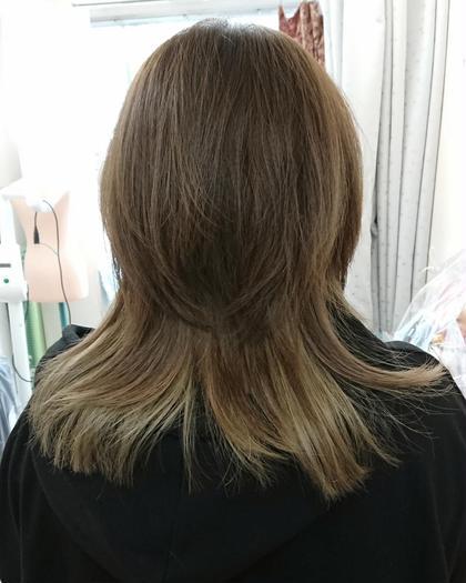 グレー系のインナーカラー。 hair and make R【ヘアーアンドメイク アール】 所属・吉田 佳代のスタイル