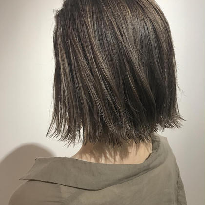 カラー 外人さんの地毛のようなまろやかなオリーブカラー✨✨  イルミナカラーのツヤ感、透明感は最強です✨✨✨✨    カラー #イルミナカラー . . . #oraplex #イルミナカラー #ハイライト#インナーカラー #アイスグレー  @soco.ao.tokyo