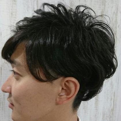パーマをかけて直毛をカバーしたメンズカット Blue-topazos所属・斉藤啓太のスタイル