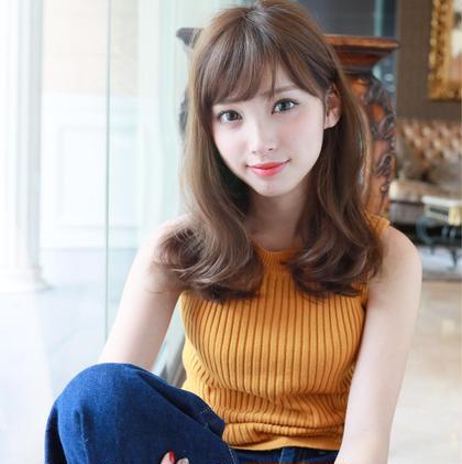 グレージュカラーが可愛いミディアムスタイルです(^_^)  前髪も小顔効果抜群です(^_^)