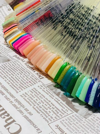 Jrクーポン フットネイル 廃盤カラー 廃盤カラーの為色変えに制限なしです♪10本同じ色で塗れない可能性があります。