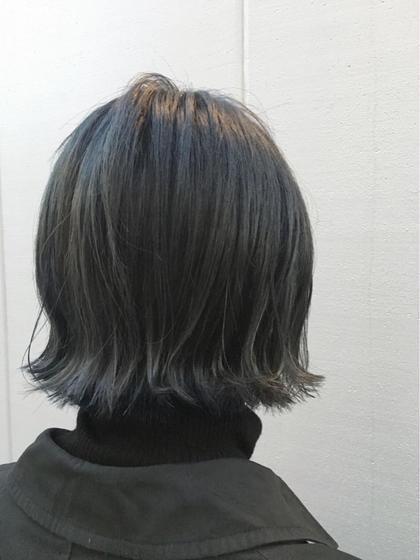 カラー クリアなダークトーンのブルーアッシュ