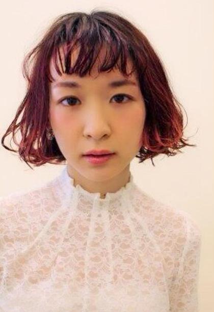 ワンレンBOBに赤グラデーションカラーでバングと毛先に動きを出したスタイルです☆ morio from london 大宮2号店所属・細矢茉里子のスタイル