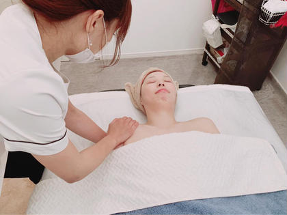 上半身のケア。  肩甲骨はがしもしっかり施術していきます。 petitvisagepoire所属・・asayamaのフォト