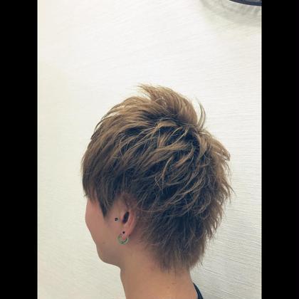 アッシュ感のあるカラーリングとバランスのいいスタイリングです、日本人は後頭部が凹みがちなのでボリュームをしっかり出すとバランスが良く見えます Ash日暮里所属・和田寛太のスタイル