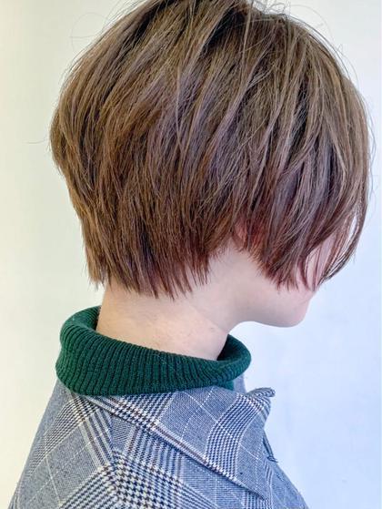 ショート 多毛の方も前下がりの角度を急にすると 頭がとっても小さく見えます! 髪質、骨格、頭の形、顔の形みてカットしております お任せください❤️