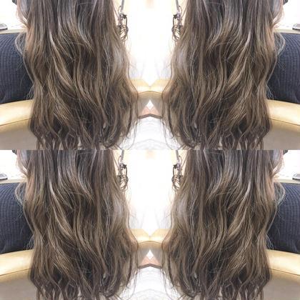 カラー ロング 黒髪→ブリーチ→アッシュグレー✨  ダブルカラーで外国人風ナチュラルグラデーション。
