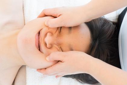 痛ーい小顔は人気メニューのトップ!慣れると快感という声も多く、小顔効果もさることながら、いろんなところが整うのでリピーターの多いメニュー。 小顔痩身 Relaxation Esthetic 彩所属・宮内 千尋のフォト