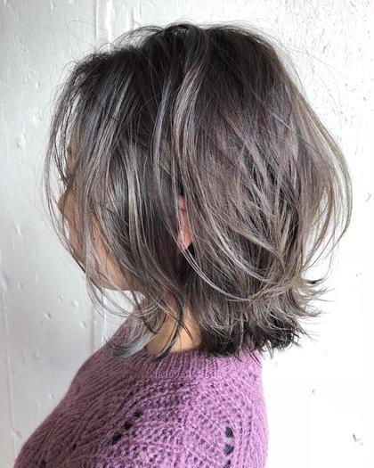 光に透ける☆赤味除去カラー★☆バレイヤージュハイライト★☆  一人一人髪質を見させて頂き、やりたいイメージを聞き今の髪の状態と合わせて【オーダーメイドでデザイン、カラー】を提供、提案させて頂きます。  しっかりとブリーチでベースを作ります(^^) ケアブリーチでダメージ94%カット☆しっかりと髪を守りながらカラーリングさせて頂きます。  コントラストシルバー☆  全体にバレーヤージュでしっかりとブリーチでベース作ってます☆ バレーヤージュはアレンジしても可愛いです☆  【コントラストバレイヤージュ×ペールシルバー☆】   ※このスタイルはしっかりと陰影をつけた バレーヤージュカラー ブリーチ二回以上は必須です☆  薬剤もこだわって使用しています!    【あなただけのオンリーワンなヘアカラーデザインを提案します】   赤み除去カラーお試し下さい☆  リアルサロンワーク◎  気になるstyleには【お気に入り❤️】をお願いします!  日々のstyleをアップしています。こちらも参考に↓↓  Instagram  nabe_095 渡部亮太の