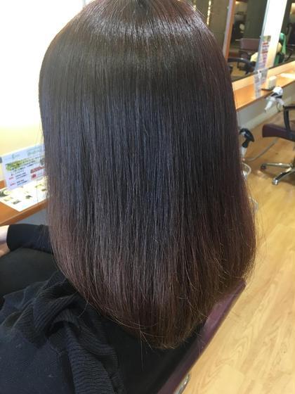 つやつやトリートメントをすると、ぷるん♡とした潤いと弾力がでます! カラーは色気とツヤがでやすいラベンダーブラウン☆ 大人レディに大人気です。 髪の修復専門店 ジールーム所属・千葉衣里子のスタイル