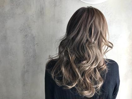 アンドウナオユキのセミロングのヘアスタイル